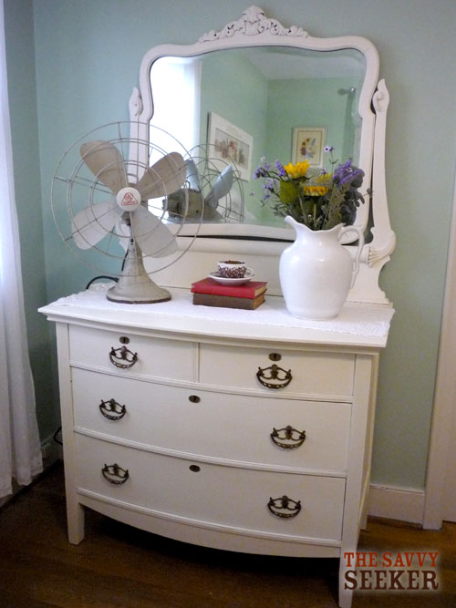 annie sloan chalk paint thesavvyseeker. Black Bedroom Furniture Sets. Home Design Ideas