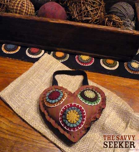 penny_rug_heart_homespun