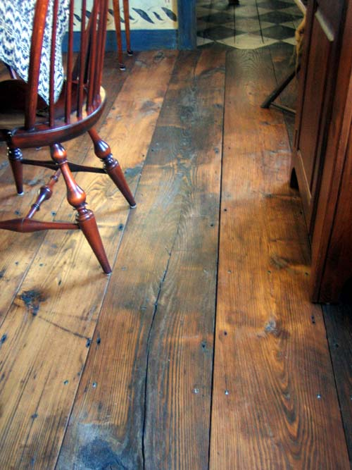 Barn wood flooring thesavvyseeker for Reclaimed hardwood flooring