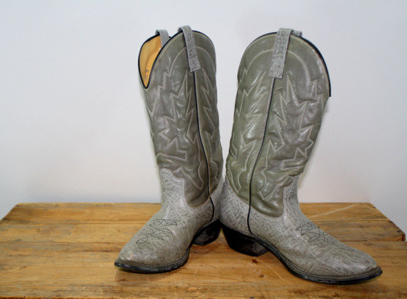 You know you want these vintage Mason Chippewa Falls cowgirl boots! I actually have a pair that are very similar...LOVE the color!