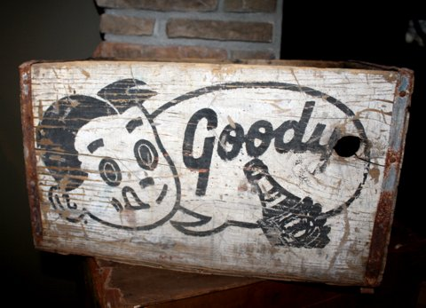 The graphics on this old soda crate are just AWESOME!