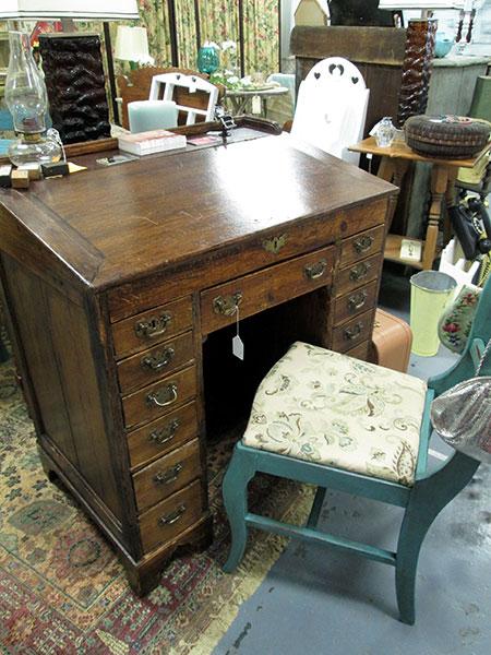 antique_desk