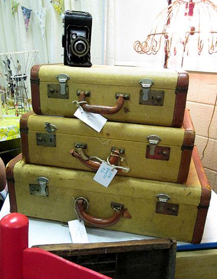 vintage_tweed_suitcases