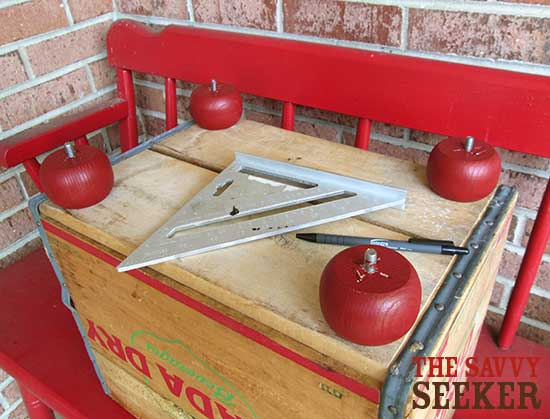 diy_soda_crate_ottoman_measuring